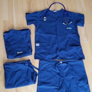 The College of St. Scholastica scrubs medium